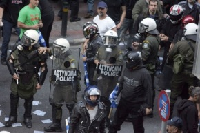 Golden Dawn party infiltrates Greece's police, claims senior officer (Video from The Guardian)