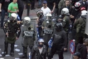 golden-dawn-riot-police