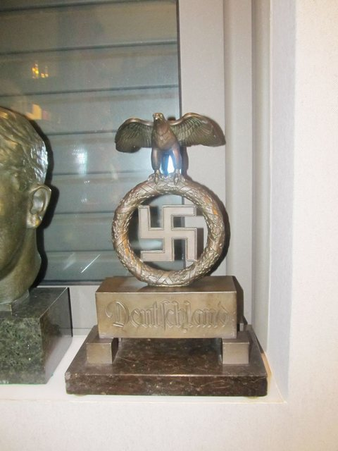 Pallis-weapons-and-nazi-paraphernalia-d