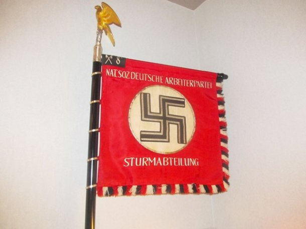 Pallis-weapons-and-nazi-paraphernalia-f