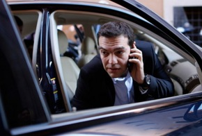 SYRIZA drops controversial candidate as ND faces own local problems