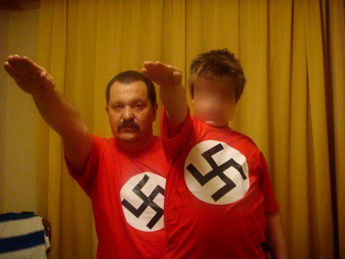 Pappas-son-nazi-salute